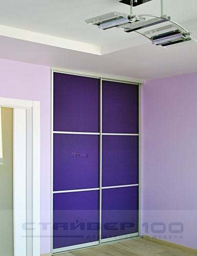 Встроенный шкаф купе цветное стекло Ирис фото