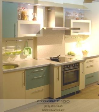 Фото кухни салатового и ванильного цвета.