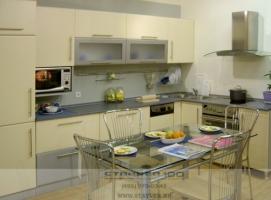 Кухня цвета металлик и ваниль фото