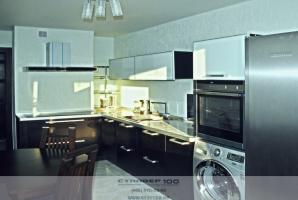 Кухня цвета венге (шпон) и стекло в алюминиевой рамке фото