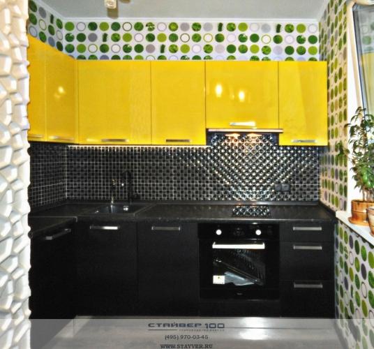 Кухня в черно желтом цвете глянец
