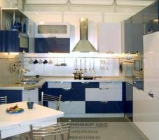 Фото модной кухни в синем цвете
