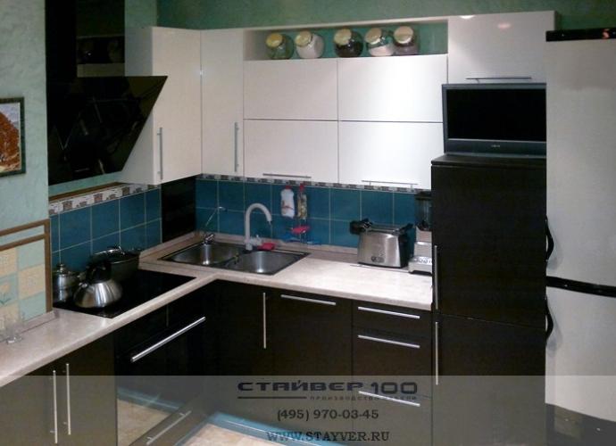 Фото кухни белого цвета и Венге