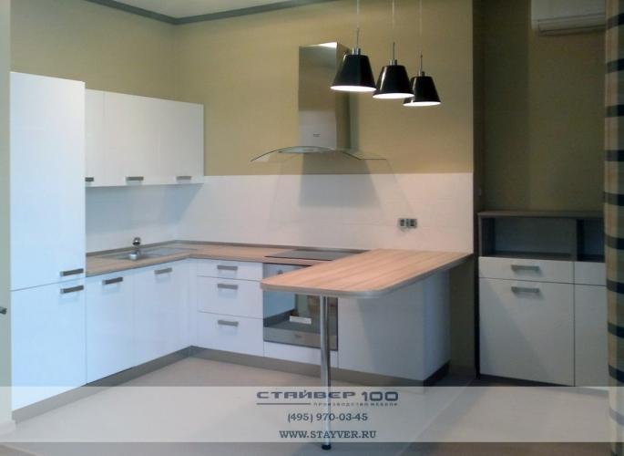 Угловая кухня белый глянец фото.