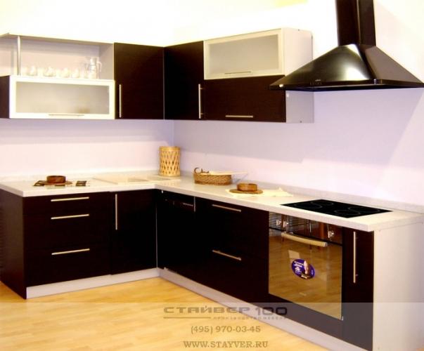 Фото угловой кухни темного цвета