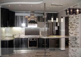 Фото Черной глянцевой кухни