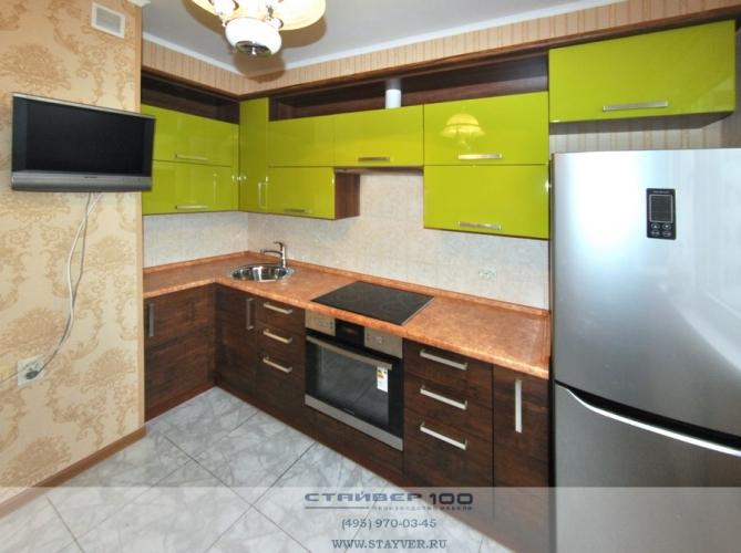 Кухня модерн оливкового цвета глянец