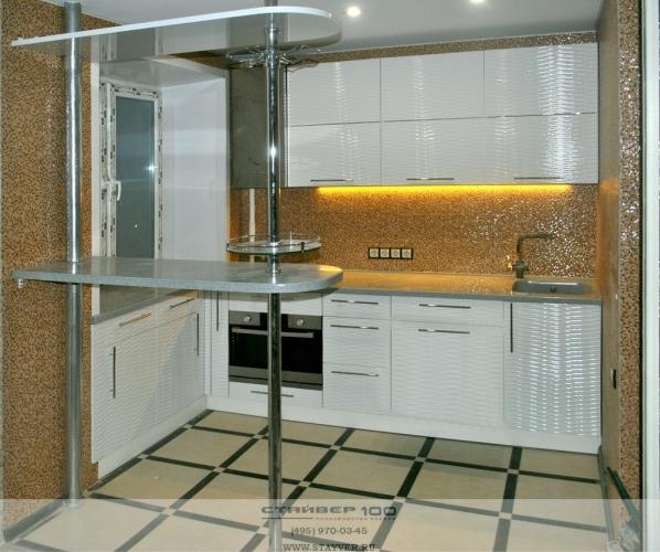 Современная и стильная белая глянцевая кухня фото.