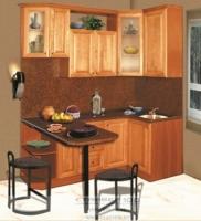 Недорогая, маленькая кухня из массива дерева фото
