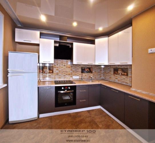 Кухня стального цвета: Виниловый крем и титан фото.