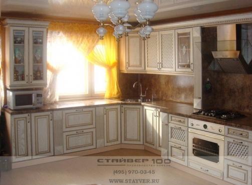 Кухня беленый массив ясеня с патиной- золото фото.