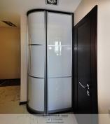 Радиусно-выгнутый распашной шкаф