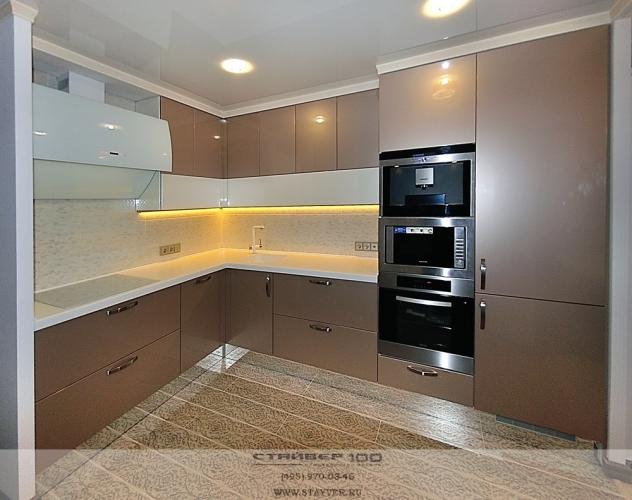 Современная кухня цвета шампань металлик