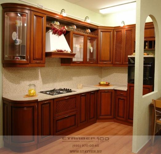 Классическая кухня-массив бука с патиной фото.