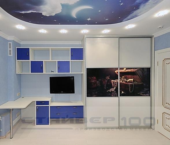 Бело-синяя мебель для мальчика