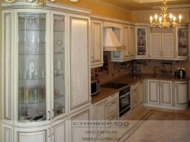 Кухня классика с патиной: массив ясеня с золочением фото.