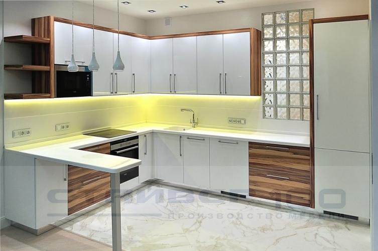 Кухня Орех Карибиан и Белый глянец