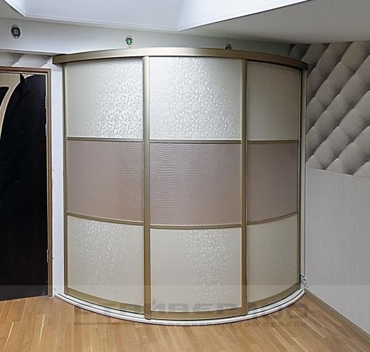 Радиусный шкаф-купе со вставками под кожу