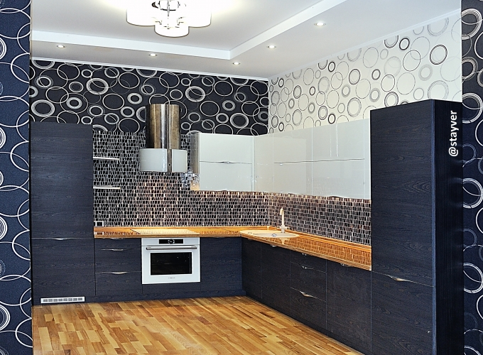 Кухня с фасадами TSS Cleaf и МДФ белый глянец