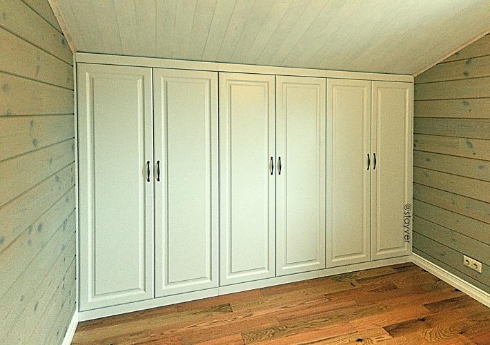 Встроенный шкаф на мансарду