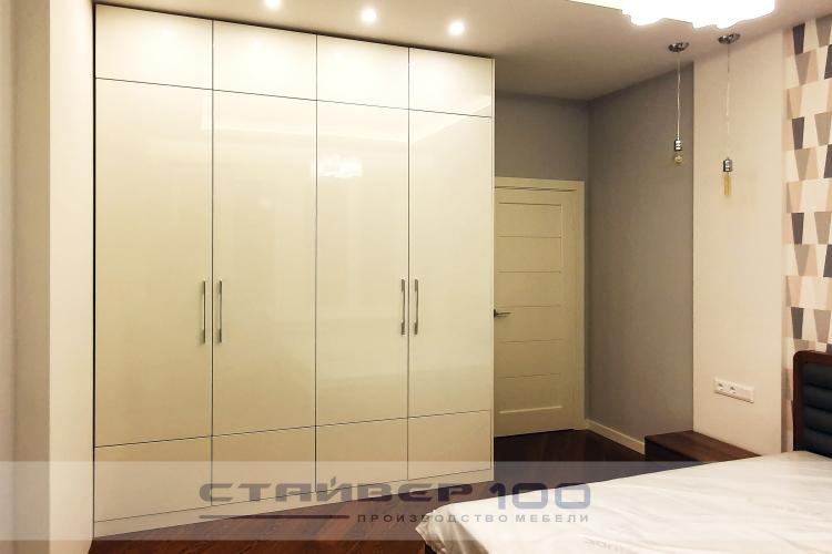 Встроенный шкаф со скошенным углом