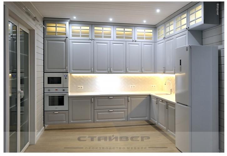 Классическая светло-перламутровая кухня