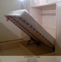 Кровать с подъемным механизмом. Фото