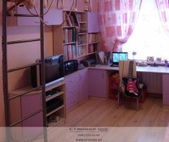 Детская мебель из розового пластика.Фото