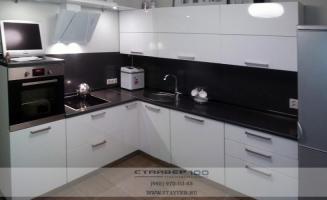 Кухня Белая с черной столешницей фото