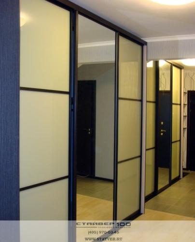 Длинный шкаф купе с комбинированными дверьми