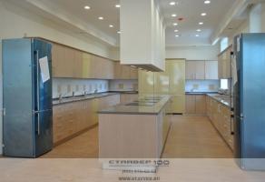 Кухня модерн  в гостинице  Рональда Макдональда. Фото