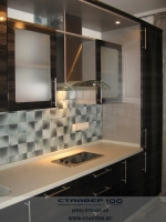 Фото кухни темного цвета: Чёрная ракушка глянец
