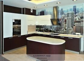Современная кухня модерн с островом.  Красное дерево и Бежевый глянец фото.