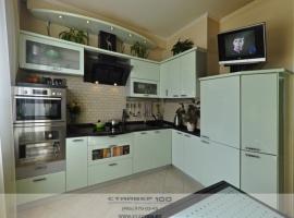 Глянцевая кухня в салатовом цвете фото