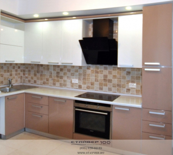 Кухня в двух цветах капучино и белый
