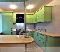 Кухня метаталик зеленого цвета с барной стойкой фото